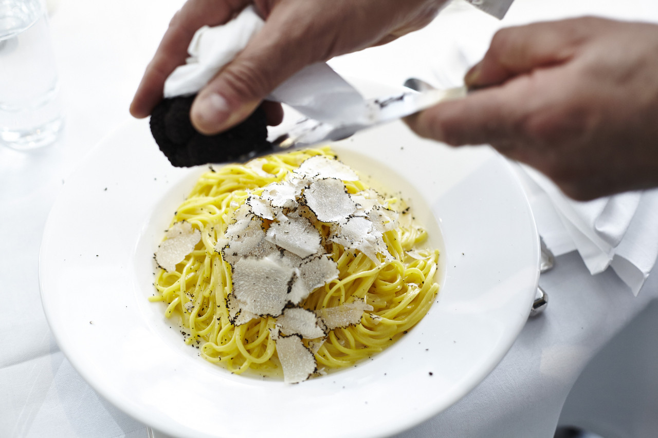 Spaghetti with truffle shavings